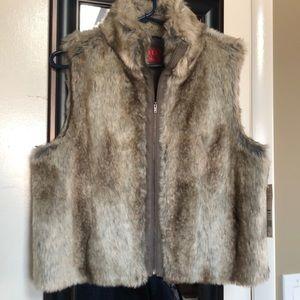 ELLE- faux fur vest